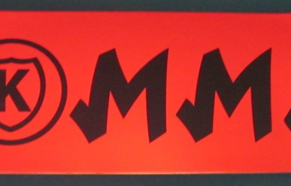 Kommit 8.50 inch red deck black lettering